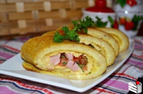 Яичные роллы с начинкой на завтрак.