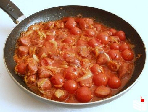"""Белая фасоль в томатном соусе с """"Охотничьими"""" колбасками."""