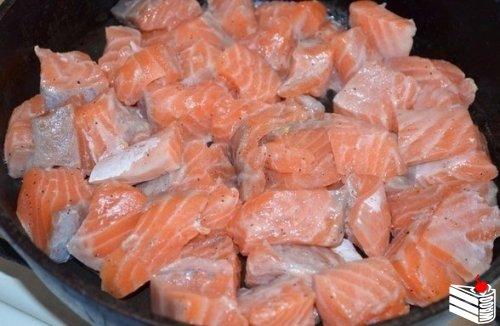 Семга в сливочно - чесночном соусе
