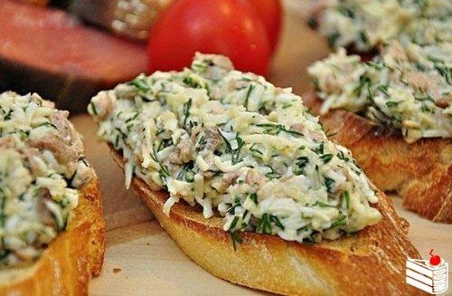 Закусочные бутерброды с печенью трески