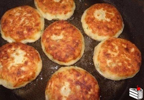 Котлеты из картофеля, сыра и укропа с грибамиИнгредиенты: