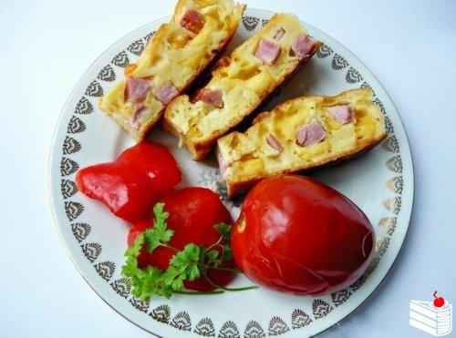 Пирог с колбасой и сыром на кефире.