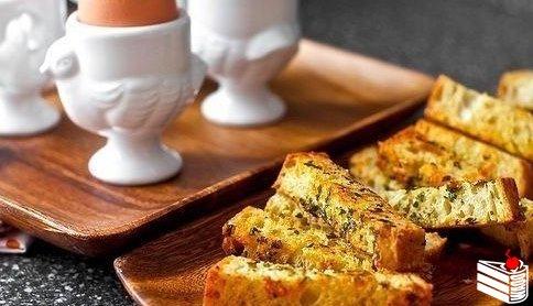 Английский завтрак - яйцо в мешочек с гренками