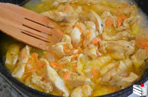 Куриное филе в сметанно-горчичном соусе.
