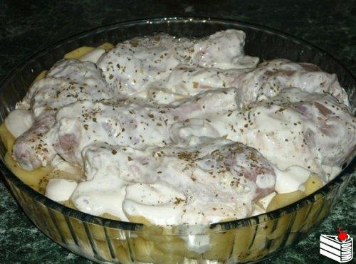 Картошка с куриными ножками в духовке.