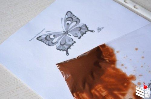 Делаем шоколадных бабочек.