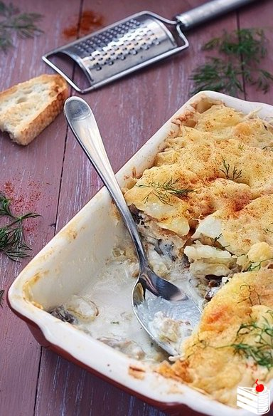 Картофельная запеканка с курицей и грибами.