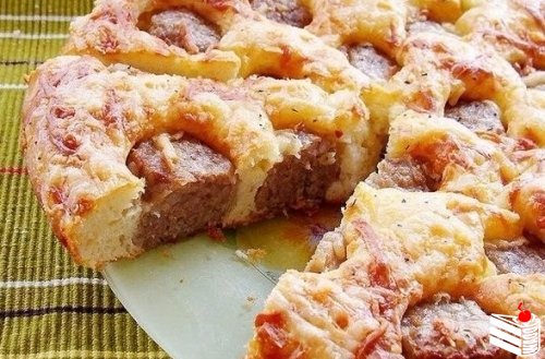 Пирог с фрикадельками.