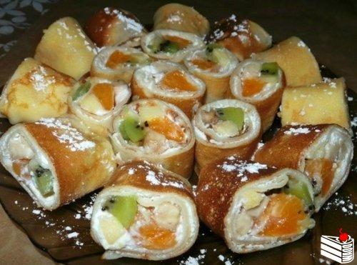 Блинные роллы,вкусные и лёгкие с творожно-фруктовой начинкой.