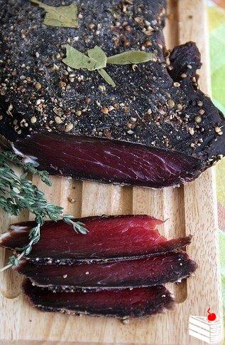 Домашнее вяленое мясо.