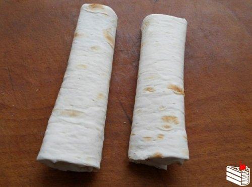 Лаваш, жареный с сыром.