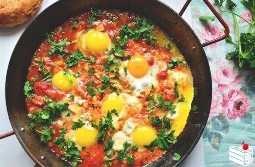Шакшука — израильский завтрак.