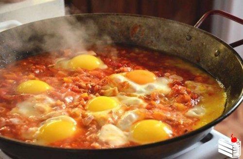 Шакшука - израильский завтрак.
