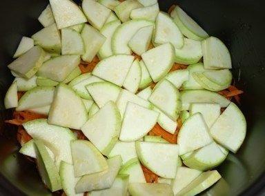 Овощи, запеченные слоями в мультиварке.