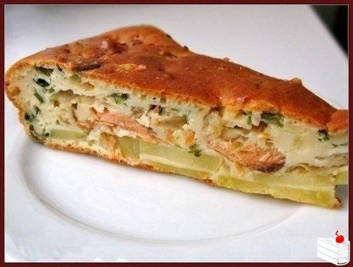 Рыбный заливной пирог с картошкой.