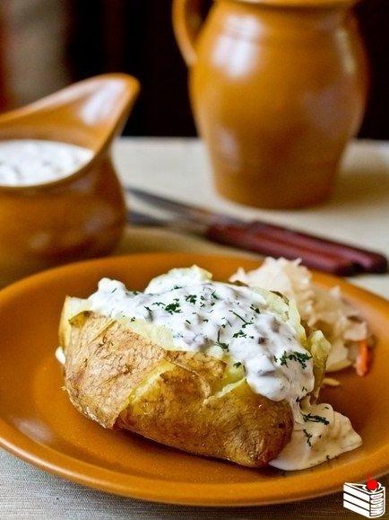 Печеный картофель с селедочным соусом