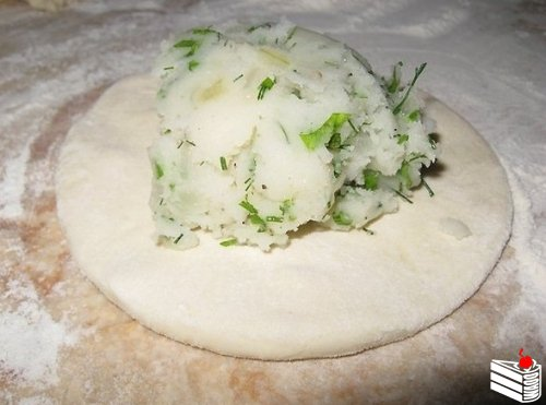 Дагестанское блюдо, а точнее сказать аварское! представляет собой тонкую лепешку с начинкой... Эти л...