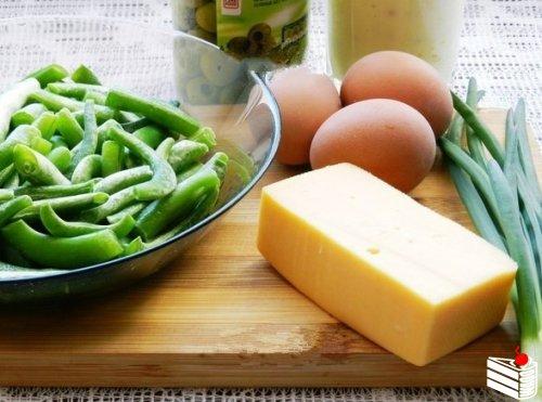 Салат из замороженной стручковой фасоли.