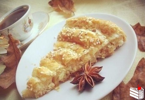 Слоеный пирог с сыром.