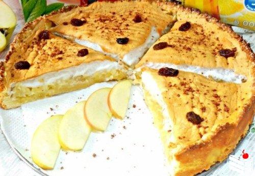 Очень вкусный,нежный яблочный пирог с безе.