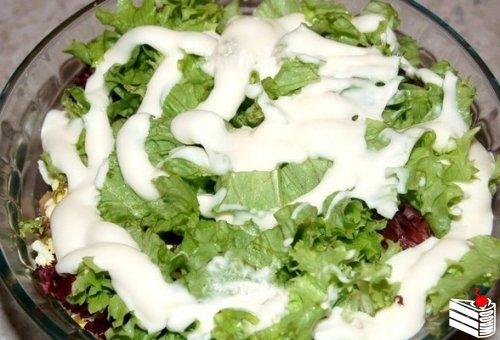 Салат из жареных шампиньонов.