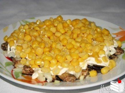 Салат со шпротами.