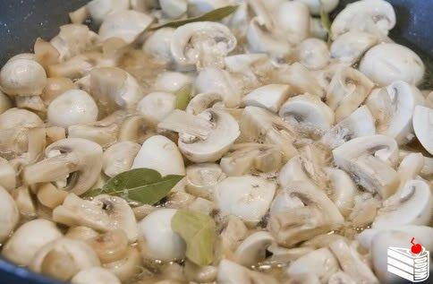 Замечательные грибочки в легком маринаде.