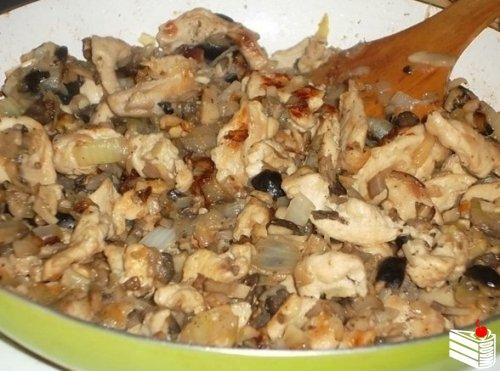 Фаршируем перец курицей и грибами.