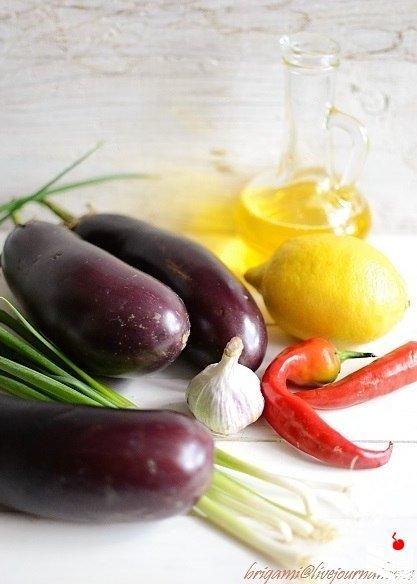 Баклажаны в остром чесночном соусе.