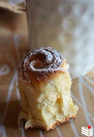 Булочный пирог- букет роз.