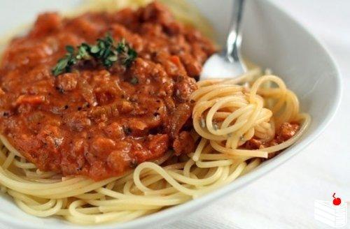 Спагетти болоньезе.