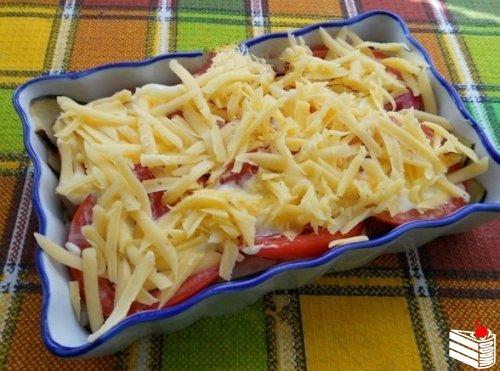 Куриное филе с баклажанами и помидорами в духовке.