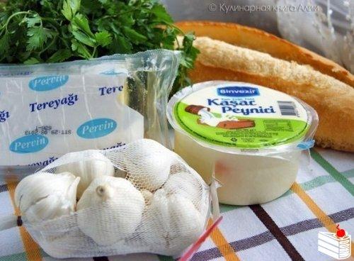 Простая закуска- хрустящий батон с сыром и чесноком.