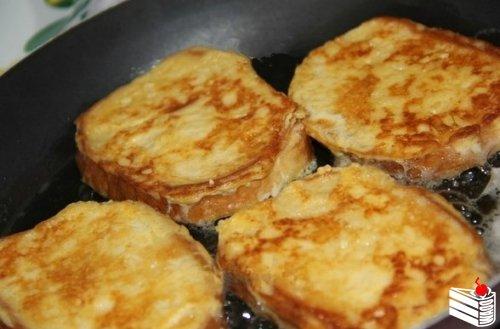 Рецепт сырных гренок.