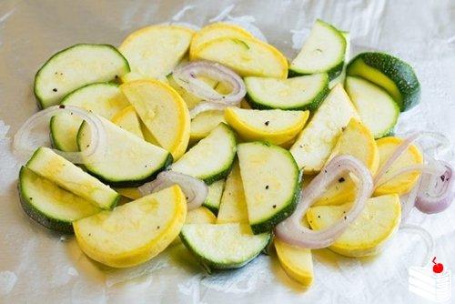 Лосось в фольге с овощами.