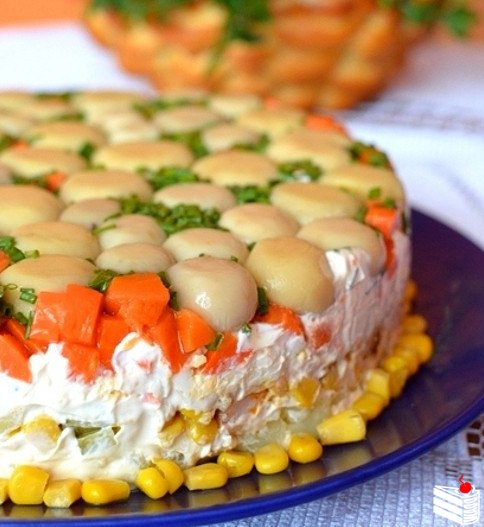 1469820010_Tort-salat-s-kuriceiy-i-g