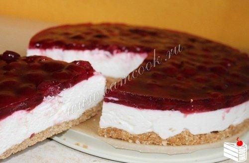 Торт без выпечки с вишней