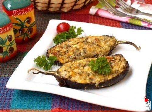 Баклажаны с сырно-творожной начинкой.