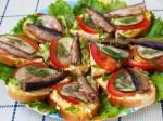 Праздничные бутерброды со шпротами.