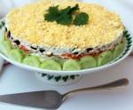 Симпатичный салат украсит ваш праздничный стол и будет пользоваться на нем невероятной популярностью…