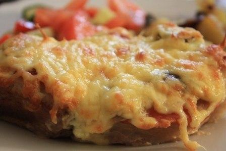 Мясо в фольге с грибами и помидорами.