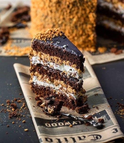 Торт «Сникерс».