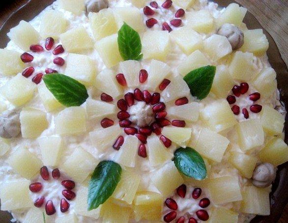 Новогодний салат «Ананасовый букет»