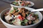 Сытный салат с куриной грудкой