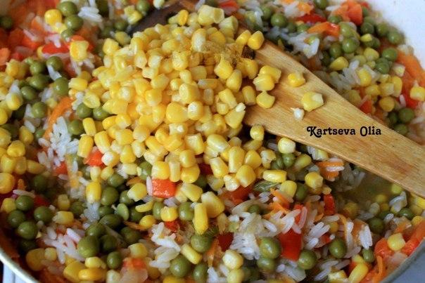 Салат из пекинской капусты с сухариками.