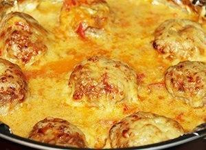 Тефтели запеченные в духовке в сметанном соусе
